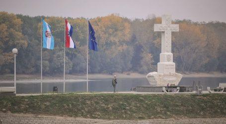 """U Vukovaru transparent """"Koljači su tabu tema, Hrvate se u zatvor za uzvike sprema"""""""
