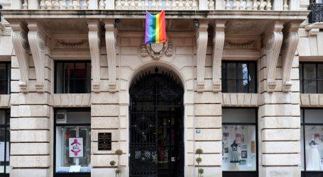 Međunarodni dan borbe protiv homofobije, transfobije i bifobije: Na zgradi Grada Rijeke izvješena zastava duginih boja