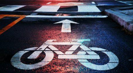 Tunis: Nakon uvođenja policijskog sata, biciklisti na gradskim ulicama