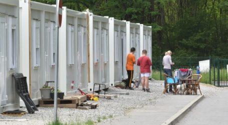 Kako se živi u kontejnerskom naselju u Petrinji: 'Nije kao kod kuće, ali ne žalimo se, imamo siguran krov nad glavom'
