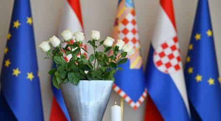 Spomen na osmero ubijene djece u ratu u BiH, hrvatski državni vrh odao počast
