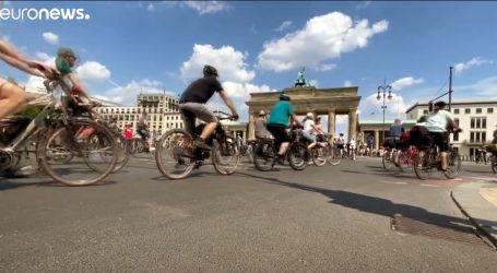 Tisuće biciklista mirno prosvjedovalo u Berlinu, traže više staza i sigurnosti