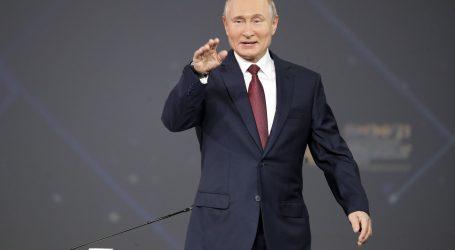 Putin niječe da Rusija vodi informatički rat