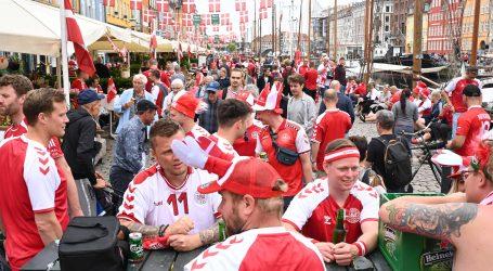 Danski navijači koriste rupe u covid pravilima da bodre svoju ekipu u Amsterdamu