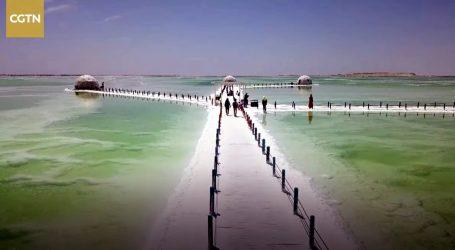 Slano jezero Qarhan postalo turistička atrakcija