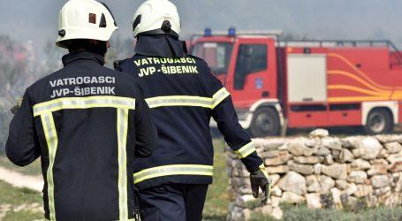 Požar u vodičkom zaleđu: Na terenu više od 40 vatrogasaca, pozvane zračne snage, zatvorena benkovačka cesta
