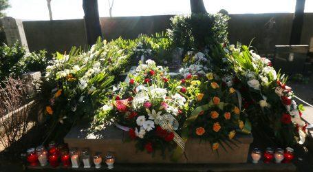 U Kninu pokopan dječak koji je tragično umro u automobilu