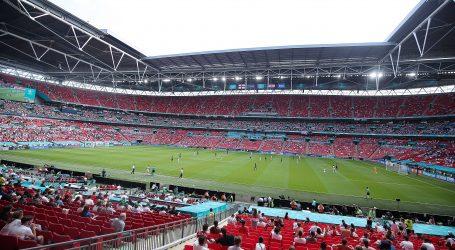 Navijač koji je pao s tribine Wembleyja je iz Birminghama, izgubio je ravnotežu dok je postavljao zastavu