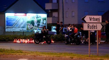 Građani i motociklisti okupili se na mjestu stravične nesreće, upalili svijeće i odali počast poginulima