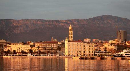 Početak turističke sezone u Splitu: Povećava se broj putnika u trajektnoj i zrakoplovnoj luci