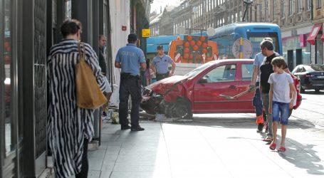 Usred Zagreba autom se zabio u izlog