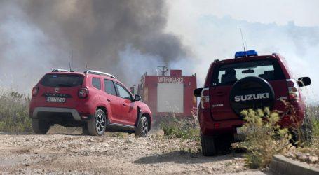 Požar koji se proširio prema šibenskoj Industrijskoj zoni Podi je lokaliziran