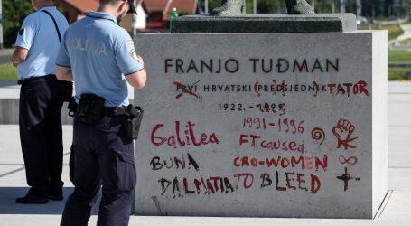 Netko je išarao spomenik Tuđmanu u Zagrebu, napisali su 'diktator'