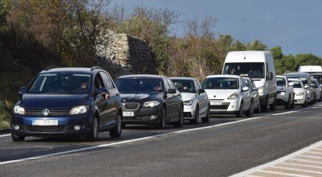Vjetar na Jadranskoj magistrali otežava promet, prometna nesreća na A1 kod Zagvozda