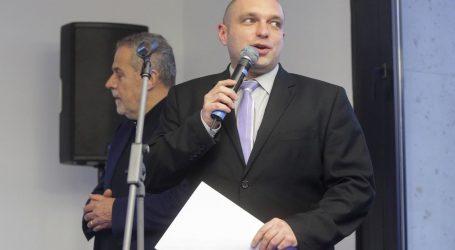 Direktora u Holdingu radnici prijavili za maltretiranje, tajno snimanje, alkoholiziranje i korištenje službene opreme za karaoke