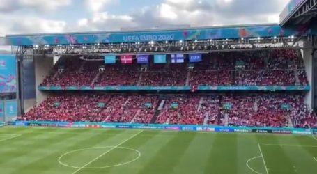 Danski i finski navijači još su uvijek na stadionu, skandiraju Eriksenovo ime