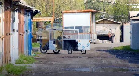 Mladi Rus od odbačenog materijala izradio neobično vozilo na solarni pogon