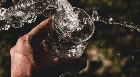 Njemački dermatolog kaže da za vrućina treba piti više od litre i pol vode dnevno