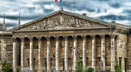 Francuski predsjednik Emmanuel Macron dobio šamar dok se pozdravljao s građanima