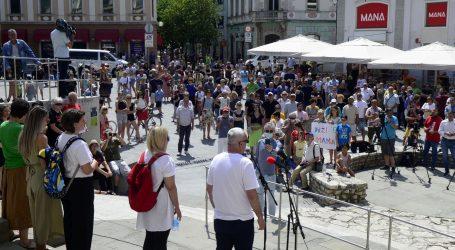 Pula: Par stotina građana došlo na skup i podržalo novinare Glasa Istre koji su dobili otkaz