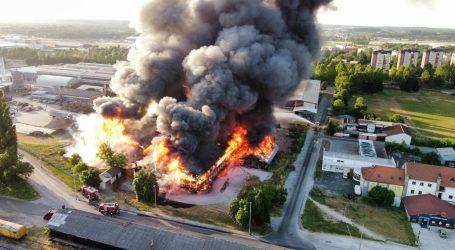 U Čakovcu se zapalilo skladište, vatrogasci se mučili s vatrenom stihijom i uspjeli je staviti pod nadzor