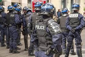 Partijaneri se sukobili s policijom u Francuskoj; mladić izgubio ruku