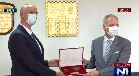 Ivica Puljak i službeno preuzeo vlast u Splitu, dočekan pljeskom