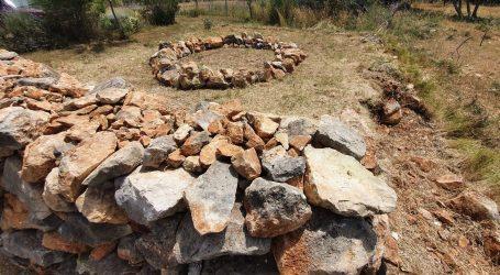 Zanimljiv projekt: Trag u krajoliku ili zaboravljena kulturna baština – land art instalacije suhozida na Pagu