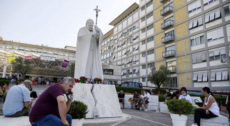 Papa Franjo dobro se oporavlja od operacije, dirnule ga brojne poruke i molitve
