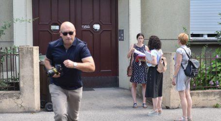 Zagrebačka banka provodi sramotne ovrhe, a sudska ekipa drži ročište među kantama za smeće