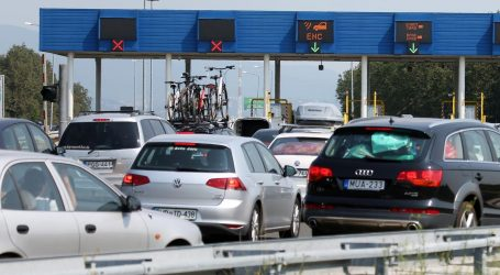 Promet bez ograničenja na većini cesta, tijekom dana očekuju se gužve u smjeru mora