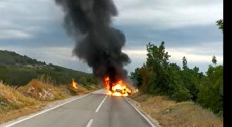 Nesreća kod Vodica: Auto se zapalio i u potpunosti izgorio, vozačica se izvukla