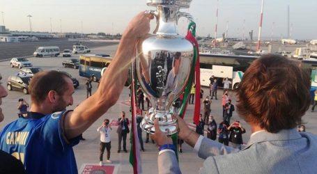 EURO: Tisuće navijača na rimskom aerodromu dočekalo nove europske prvake