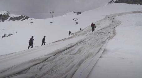 Ponovno se ceradama prekriva talijanski ledenjak Presena