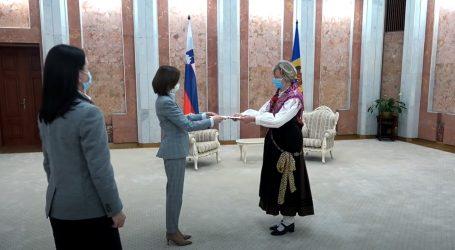Slovenski veleposlanici u narodnoj nošnji promoviraju svoju zemlju