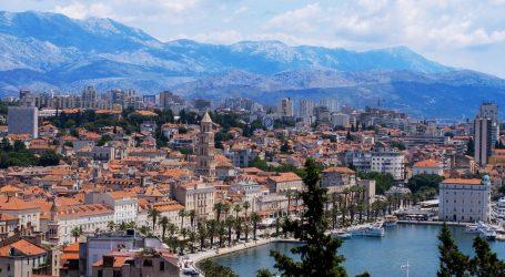 Sezonskim vlakom iz Budimpešte u Split stiglo oko 120 turista, linija će preko ljeta prometovati tri puta tjedno