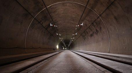 Kineski radnici već drugi dan zarobljeni u poplavljenom tunelu autoceste