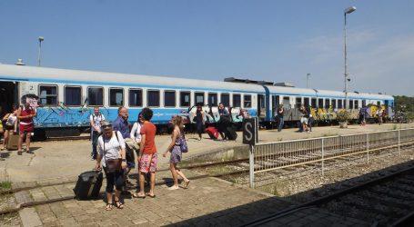 Usijani vlak HŽ-a: Od Osijeka do Zagreba vozio 5 sati, vani 40 stupnjeva, klima i prozor u kvaru, putniku pozlilo