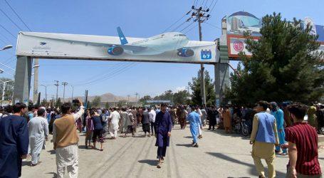 Kaotično u Kabulu: Očajni ljudi čine sve kako bi pobjegli pred talibanima – hvataju se za avione koji već lete, vezuju za letjelice