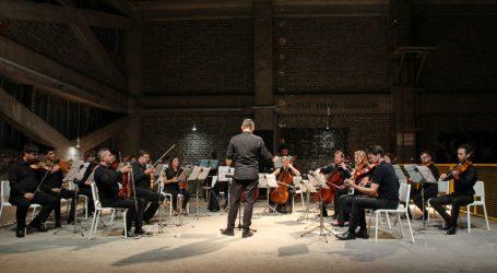 Klasika u nekadašnjoj industrijskoj hali: Simfonijski orkestar 'No Borders Orchestra' u Rijeci započeo turneju
