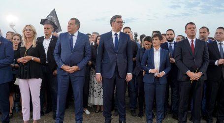 Umirovljenike u Srbiji prevarili, pa odvezli na Vučićevu komemoraciju Srbima iz Oluje