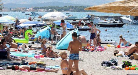 Pretežno sunčano i vruće, izdana upozorenja zbog grmljavinskih nevremena i visokih temperatura