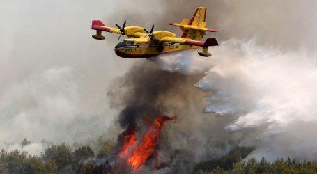 Buknuo požar na području Vrpolja, na terenu 43 vatrogasaca i dva kanadera