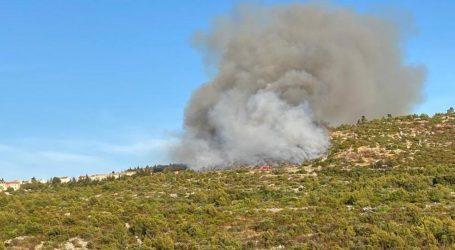 Požar na Hvaru prijetio kućama, ali ga je vjetar okrenuo na drugu stranu