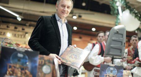 EKSKLUZIVNO: Škorina supruga prodala njegovoj stranci 1479 CD-ova starih Škorinih božićnih pjesama iz 2015.