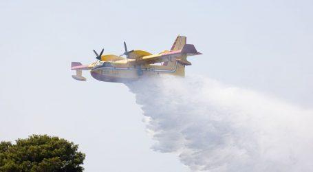 Požar u Segetu Gornjem gase tri kanadera i helikopter