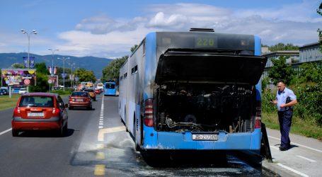 """Nasred ceste u Zagrebu zapalio se ZET-ov autobus: """"Petnaest godina radim i ovo mi se prvi put dogodilo"""""""