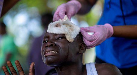 Broj poginulih u potresu na Haitiju premašio dvije tisuće, potragu za preživjelima prekinule poplave