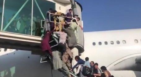 """Ljudi se panično penju na avione u Kabulu: """"Jako me strah. Amerikanci mnogo pucaju u zrak"""""""