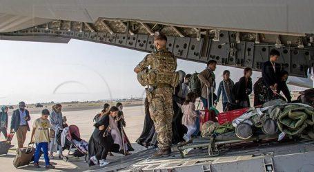 Avion s evakuiranim Afganistancima u tranzitu za SAD stigao u Albaniju